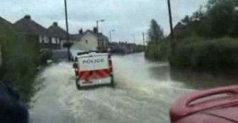 Cops Stuck In Flood Leaves The Street Laughing