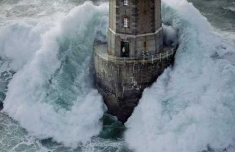 Huge Lighthouse Wave Catches Light Keeper Off Guard